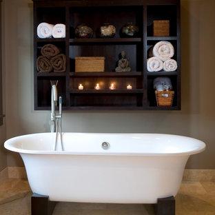 Источник вдохновения для домашнего уюта: ванная комната в восточном стиле с отдельно стоящей ванной