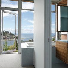 Modern Bathroom by Prentiss Architects
