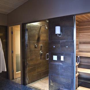 Uriges Badezimmer mit Sauna in Seattle