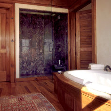 Traditional Bathroom by Solaris Inc.