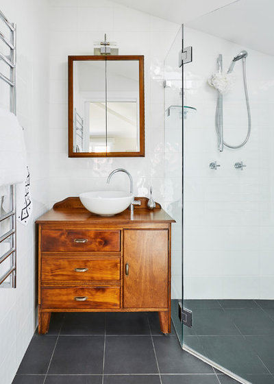 Eclectic Bathroom by INSIDESIGN