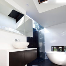 Modern Bathroom by Simon Couchman Architects