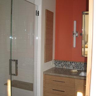 Foto di una piccola stanza da bagno padronale contemporanea con lavabo sottopiano, ante lisce, ante in legno scuro, top in pietra calcarea, doccia alcova, piastrelle bianche, piastrelle di ciottoli, pareti arancioni, pavimento con piastrelle in ceramica e WC monopezzo