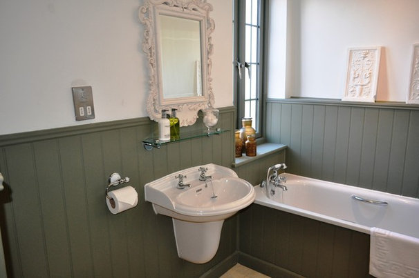 Traditional Bathroom by BL Construction