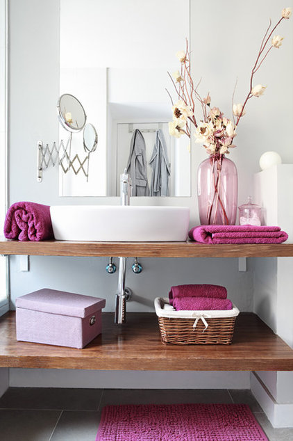 eclectic bathroom by Sergio Olazabal
