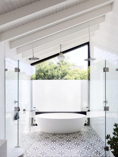 Et skævt tvist: 9 badeværelser med skråvægge