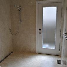 Modern Bathroom by Ronny Wiskin