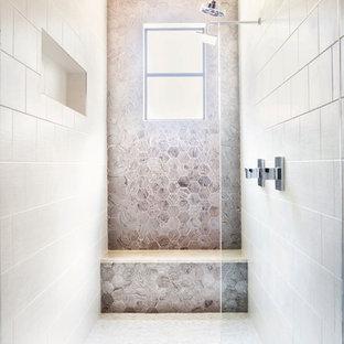 Bild på ett funkis en-suite badrum, med en dubbeldusch, beige kakel, med dusch som är öppen, släta luckor, skåp i mörkt trä, ett fristående badkar, cementkakel, beige väggar, klinkergolv i porslin, ett undermonterad handfat, marmorbänkskiva och beiget golv