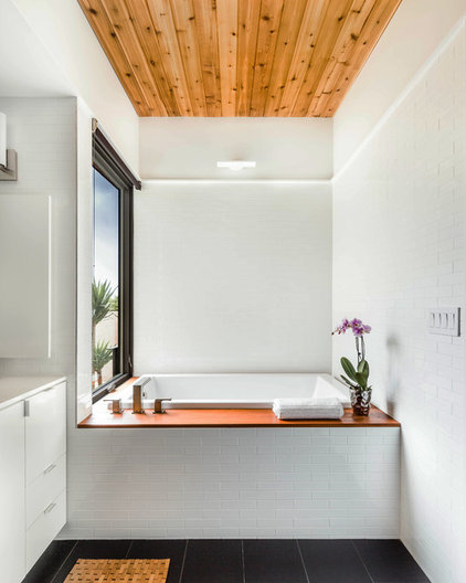 Contemporary Bathroom by A Parallel Architecture