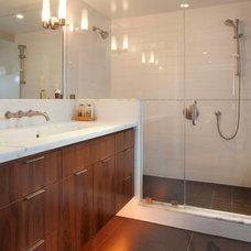 Modern Bathroom by BMF CONSTRUCTION