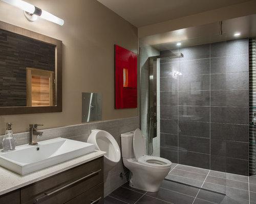 Salle de bain contemporaine avec un urinoir photos et for Salle de bain contemporaine 2016