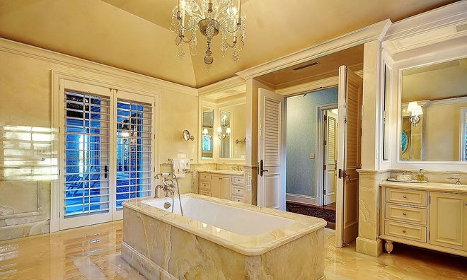 Traditional Bathroom by tuthill architecture