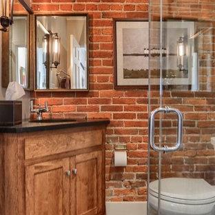 Свежая идея для дизайна: ванная комната среднего размера в стиле лофт с фасадами в стиле шейкер, фасадами цвета дерева среднего тона, угловым душем, бежевой плиткой, коричневой плиткой, керамогранитной плиткой, полом из керамогранита, душевой кабиной, врезной раковиной и столешницей из искусственного кварца - отличное фото интерьера