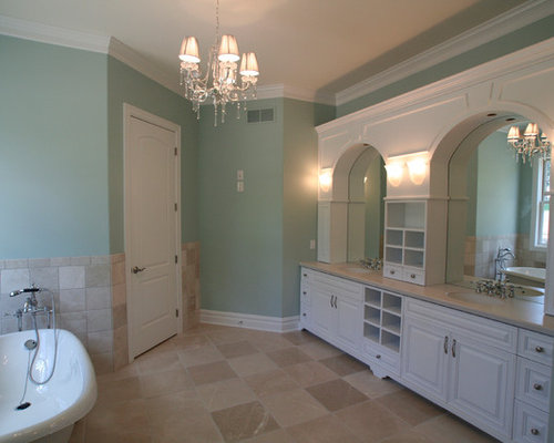 Badezimmer mit laminat waschtisch und l wenfu badewanne - Badezimmer laminat ...