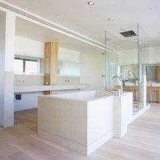 Contemporary Bathroom by d'apostrophe design, inc.
