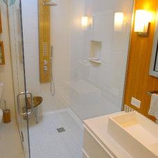 Modern Bathroom bath in white and bamboo