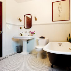 Traditional Bathroom by Keep Smiling Home
