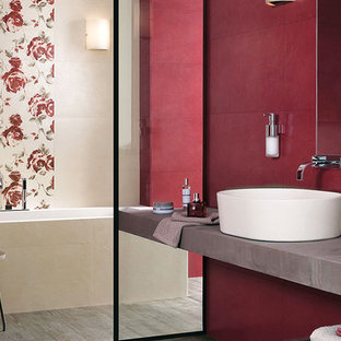 Inspiration for a modern bathroom remodel in Aalborg