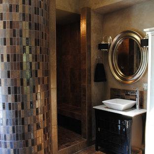 Esempio di una stanza da bagno padronale design di medie dimensioni con ante di vetro, ante nere, doccia aperta, piastrelle beige, piastrelle nere, piastrelle blu, piastrelle marroni, piastrelle di vetro, pareti beige, pavimento con piastrelle in ceramica, lavabo a bacinella e top in marmo