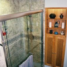 Asian Bathroom by rInnovation