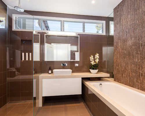 Brown and white bathroom houzz for Main bathroom design ideas
