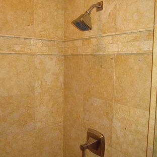 Immagine di una stanza da bagno american style