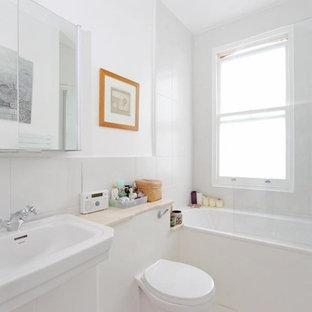 Imagen de cuarto de baño ecléctico, pequeño, con lavabo integrado, encimera de piedra caliza, bañera encastrada, combinación de ducha y bañera, baldosas y/o azulejos blancos, baldosas y/o azulejos de cerámica, paredes blancas y suelo de baldosas de cerámica