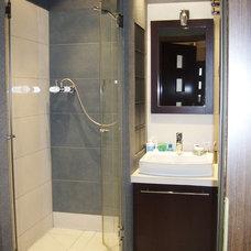 Contemporary Bathroom by Ama Dekor
