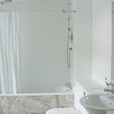 Contemporary Bathroom by DHV Architects