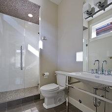 Contemporary Bathroom by Begrand Fast Design Inc.