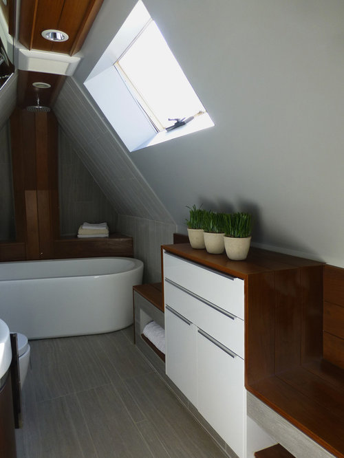 Design Ideas For A Small Modern Bathroom In Vancouver With A Console