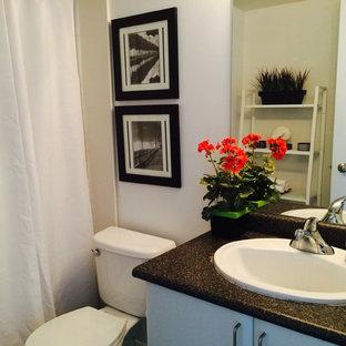 Ispirazione per una piccola stanza da bagno padronale classica con lavabo da incasso, vasca ad alcova, vasca/doccia, WC a due pezzi, pareti bianche, ante lisce, ante bianche, top in laminato, piastrelle bianche, pavimento con piastrelle in ceramica e piastrelle in ceramica