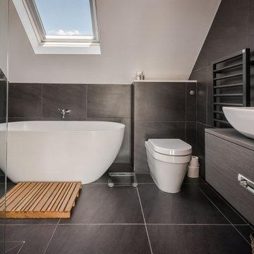 Bathroom - Black marble tiles