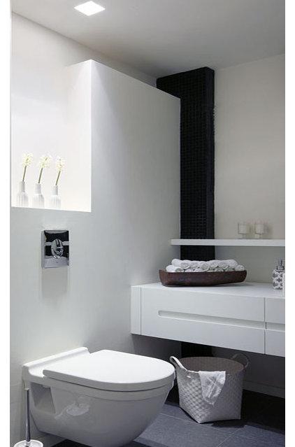 Modern Bathroom by Dana Cohen-Vishkin