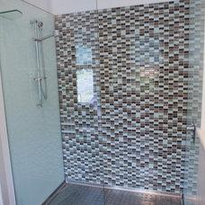 Modern Bathroom by Deanebuildingsolutions