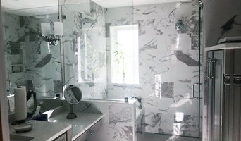 Bathroom Design: Contemporary with a Traditional Flare