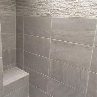 Esempio di una stanza da bagno contemporanea con vasca freestanding, doccia aperta, piastrelle grigie, piastrelle in gres porcellanato, pavimento in gres porcellanato e top piastrellato