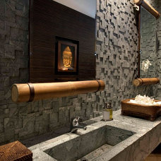 Asian Bathroom by Eduarda Correa Arquitetura & Interiores