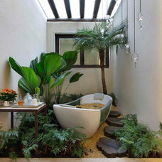 Tropical Bathroom by Eduarda Correa Arquitetura & Interiores
