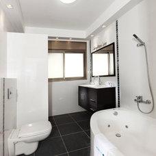 Bathroom by Elad Gonen