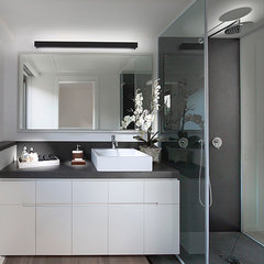 modern bathroom by Elad Gonen & Zeev Beech