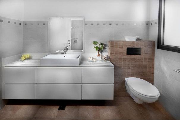 Modern Bathroom by Elad Gonen