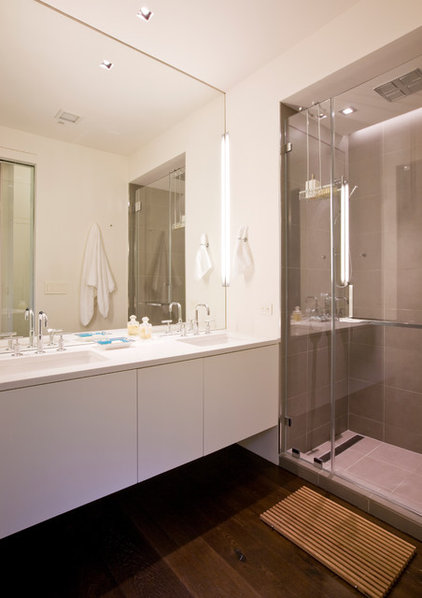 Contemporary Bathroom by Ernesto Santalla PLLC
