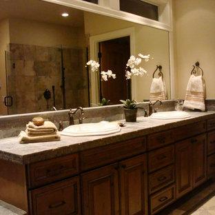Idéer för mellanstora vintage en-suite badrum, med luckor med upphöjd panel, skåp i mörkt trä, beige kakel, blå kakel, brun kakel, grå kakel, cementkakel och skiffergolv