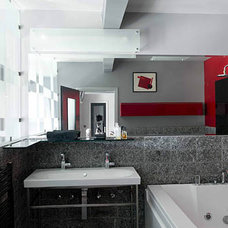 Modern Bathroom by flott home design