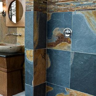 Ejemplo de cuarto de baño rural, de tamaño medio, con armarios tipo mueble, puertas de armario de madera oscura, encimera de granito, baldosas y/o azulejos azules, baldosas y/o azulejos de piedra, ducha esquinera, lavabo sobreencimera y suelo de pizarra