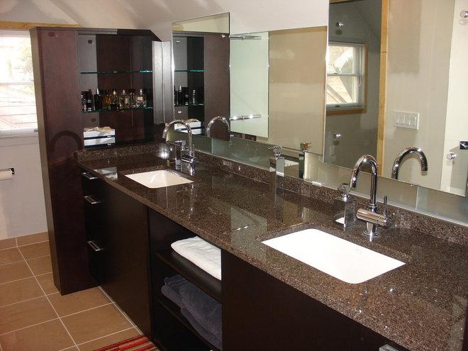Traditional Bathroom by GITTLEMAN CONSTRUCTION