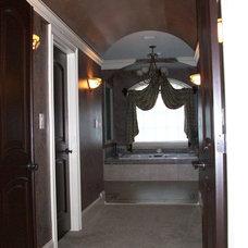 Traditional Bathroom by Hickman Construction Company, Inc.