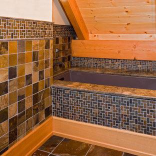 Ispirazione per una grande stanza da bagno padronale stile rurale con ante lisce, ante in legno scuro, vasca sottopiano, doccia alcova, piastrelle grigie, pareti bianche, pavimento in ardesia, lavabo a bacinella e piastrelle in ardesia