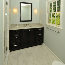 Bathroom by Innovative Construction Inc.